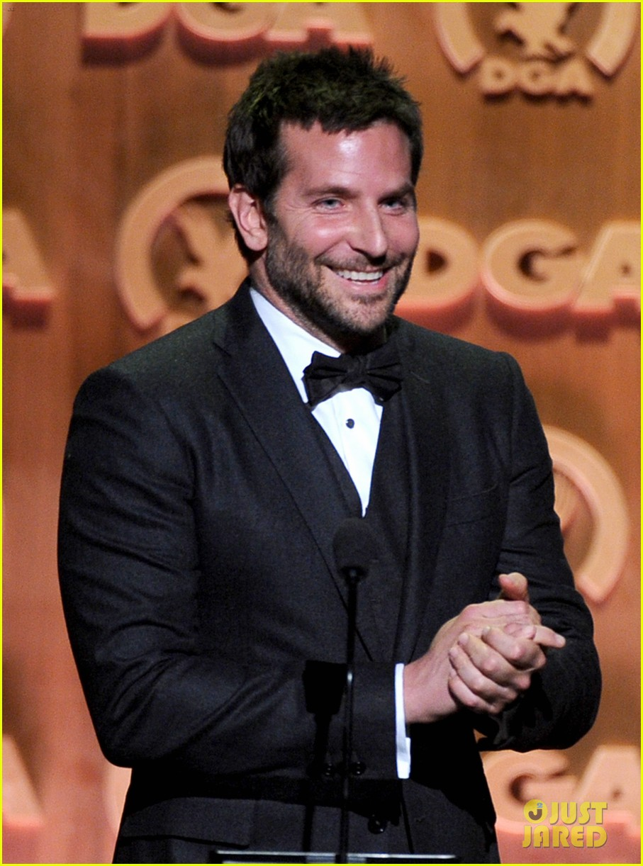 bradley cooper honors david o russell at dga awards 2014 08