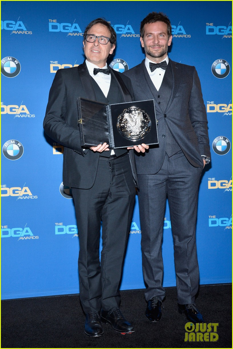 bradley cooper honors david o russell at dga awards 2014 113040370