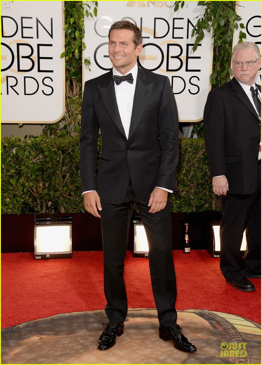 bradley cooper golden globes 2014 red carpet 013029261