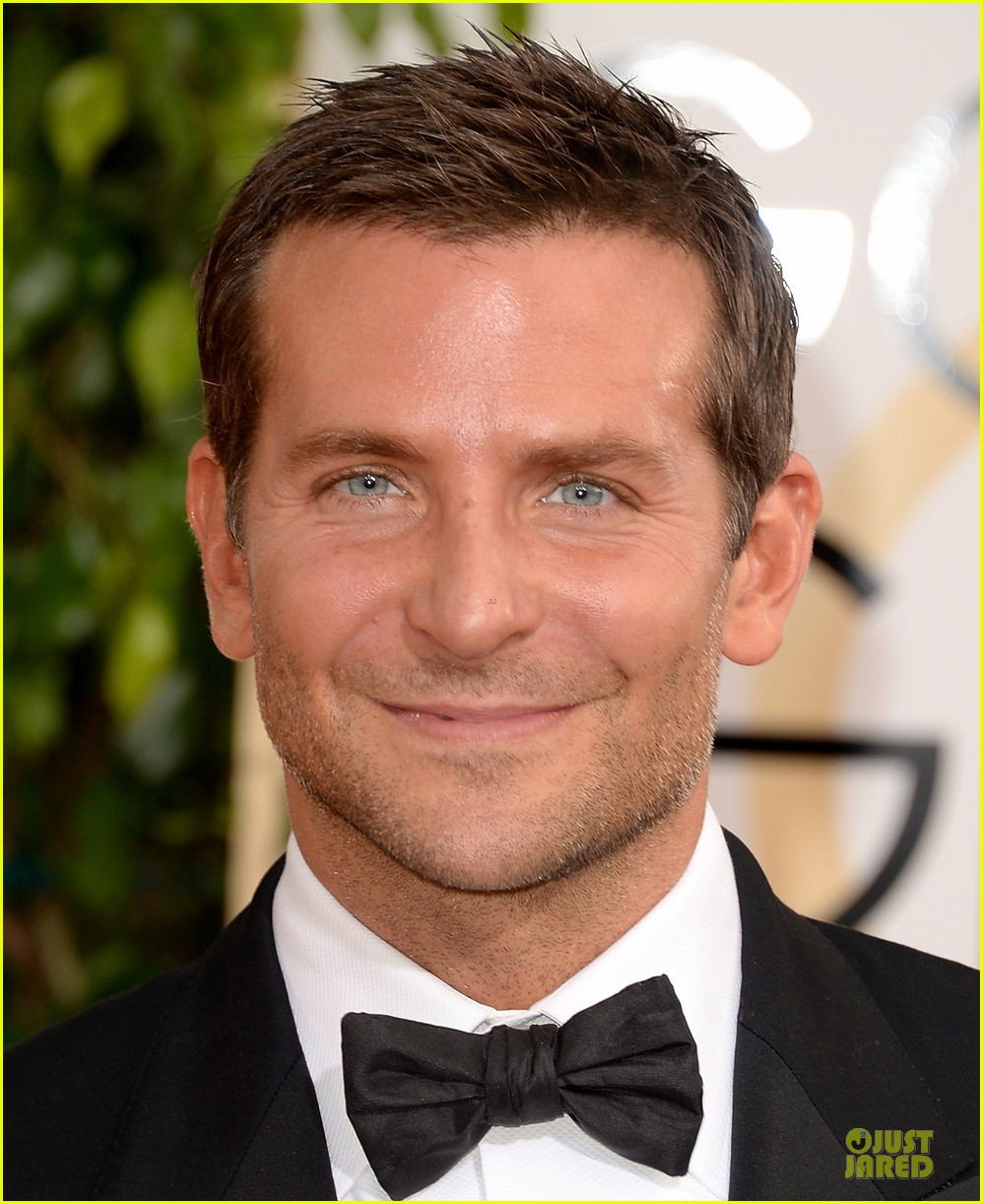 bradley cooper golden globes 2014 red carpet 053029265