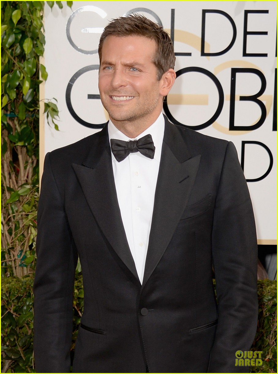 bradley cooper golden globes 2014 red carpet 063029266