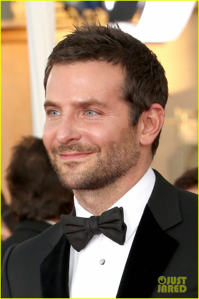 bradley cooper sag awards 2014 red carpet 073034758