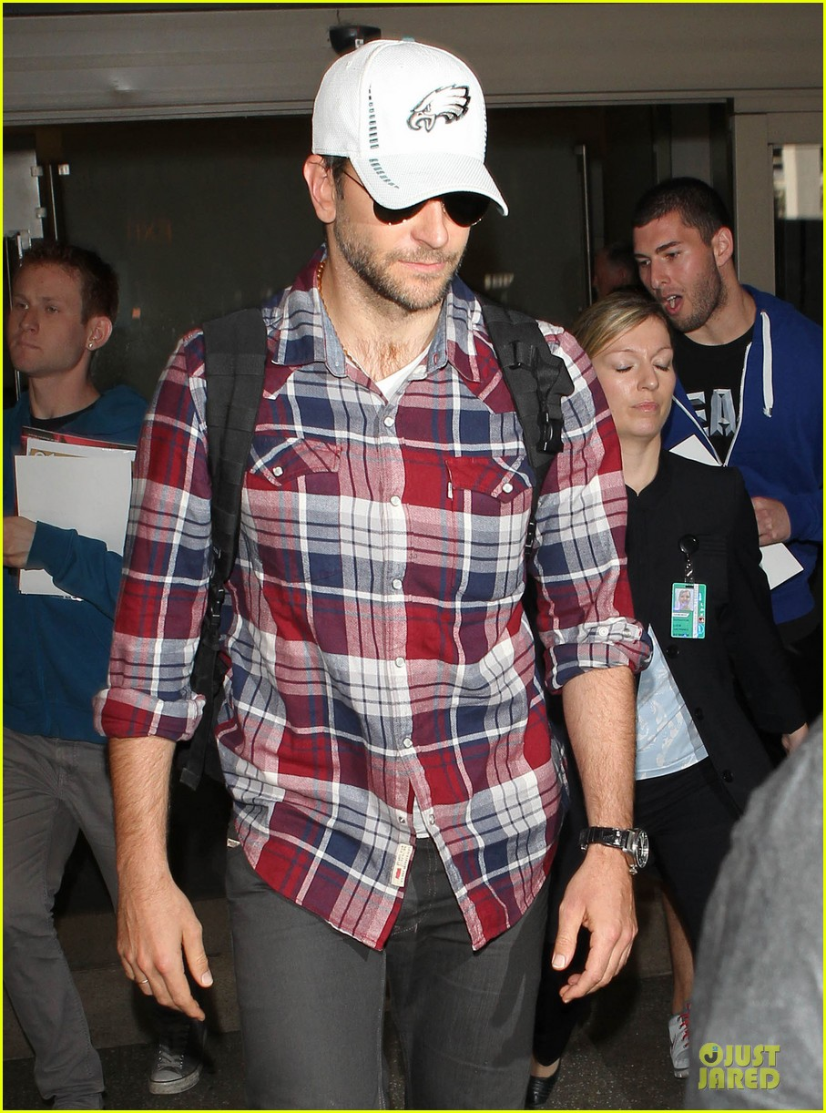 bradley cooper suki waterhouse lax arrival in the new year 073022653