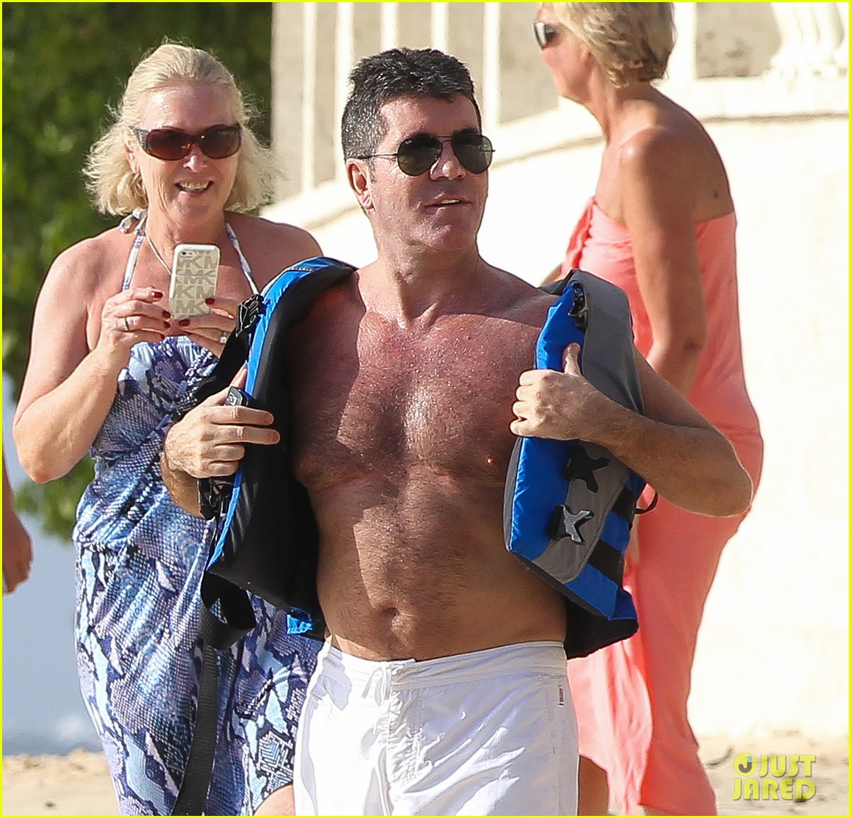 shirtless simon cowell draws large female crowd at the beach 023021933