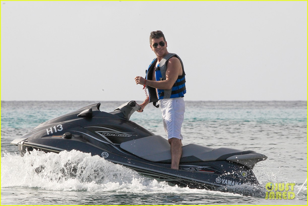 shirtless simon cowell draws large female crowd at the beach 033021934
