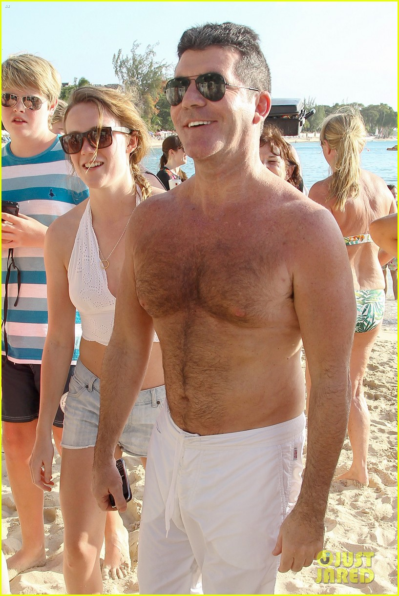 shirtless simon cowell draws large female crowd at the beach 043021935
