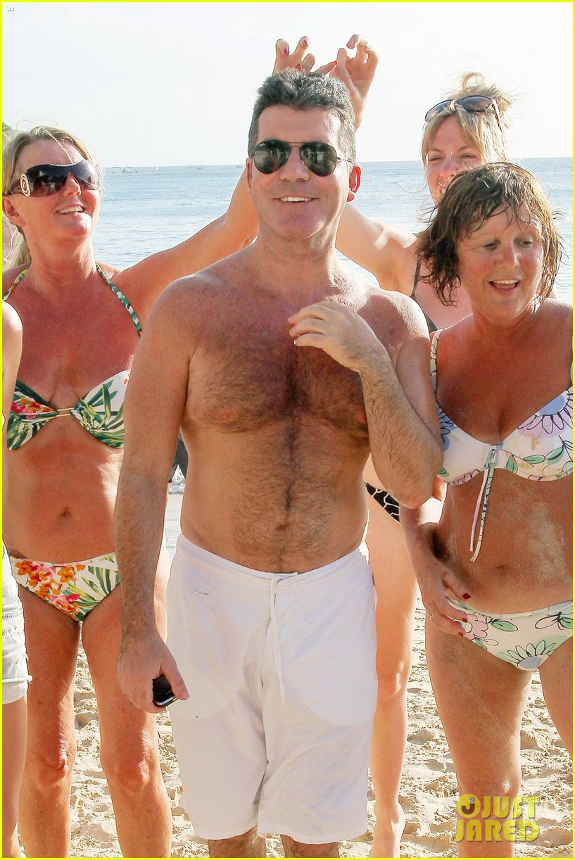 shirtless simon cowell draws large female crowd at the beach 073021938
