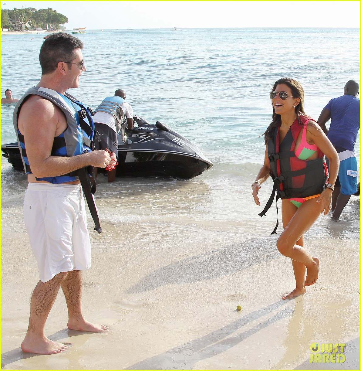 shirtless simon cowell draws large female crowd at the beach 133021944