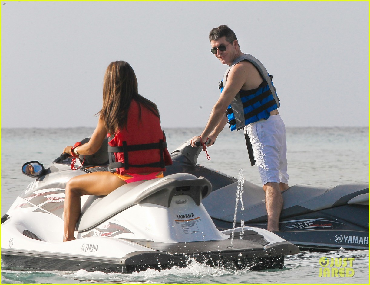 shirtless simon cowell draws large female crowd at the beach 15