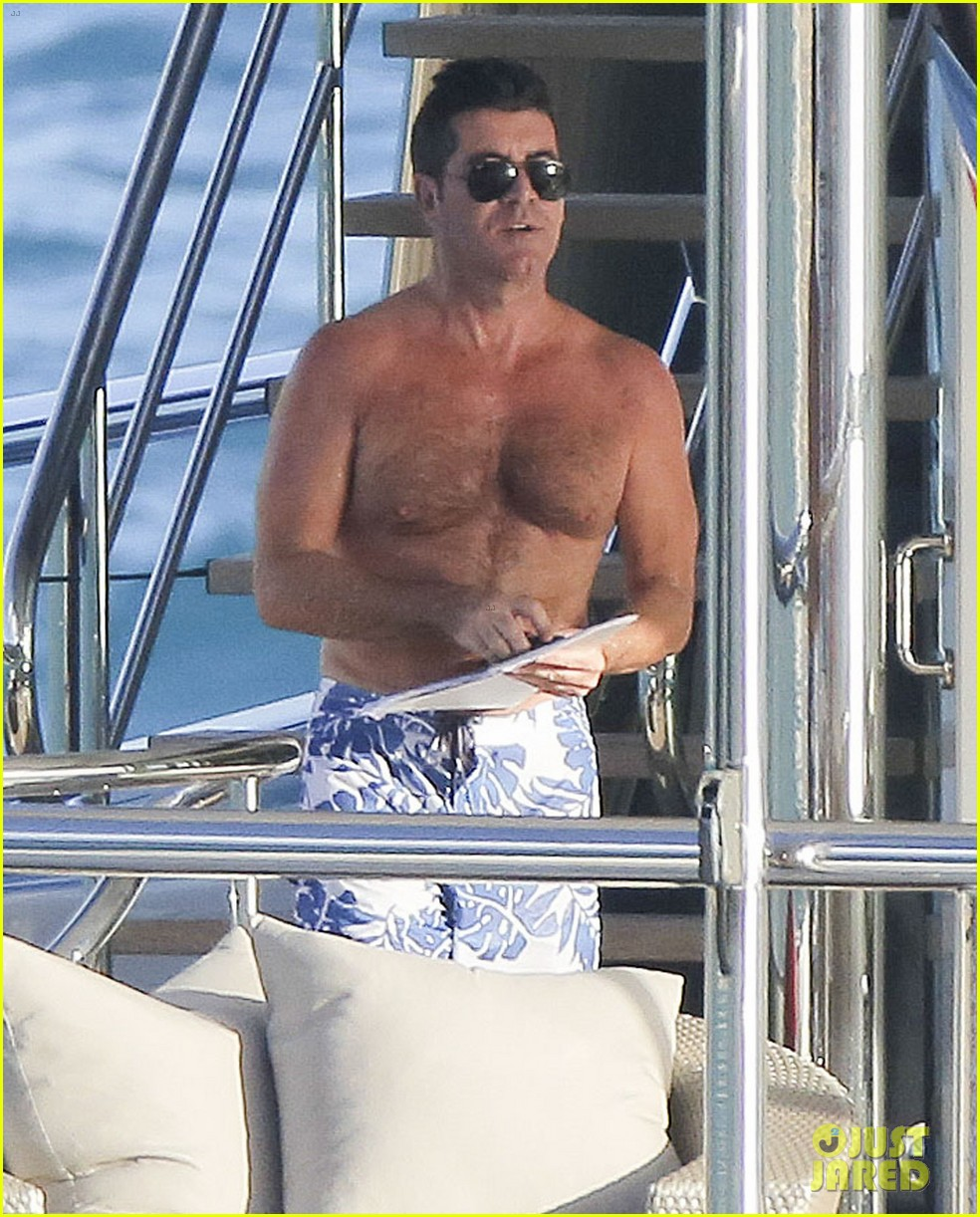 simon cowell very pregnant girlfriend relax on a yacht 053023651