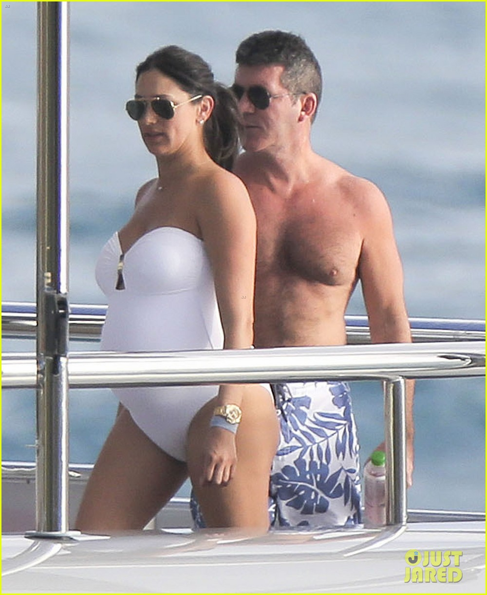 simon cowell very pregnant girlfriend relax on a yacht 063023652