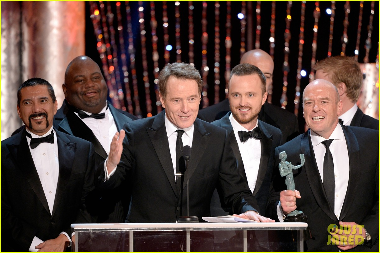 aaron paul bryan cranston sag awards 2014 043034870