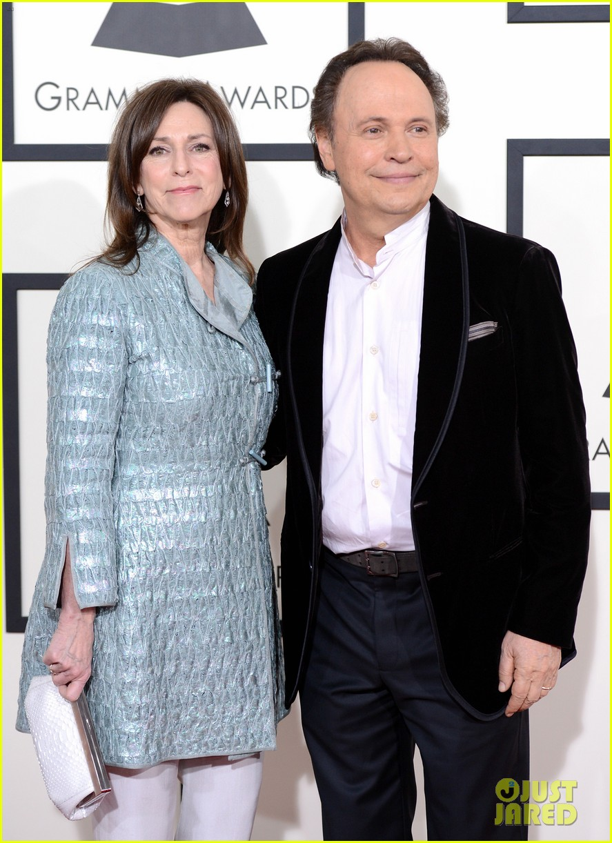 billy crystal grammys 2014 red carpet 02