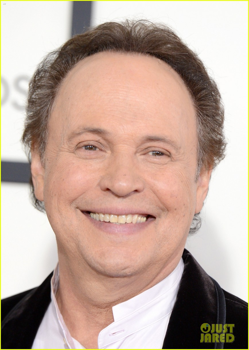 billy crystal grammys 2014 red carpet 043040869