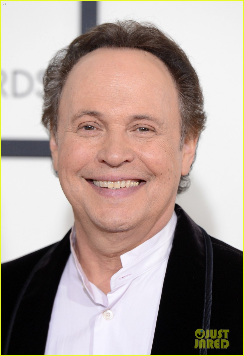 billy crystal grammys 2014 red carpet 063040871