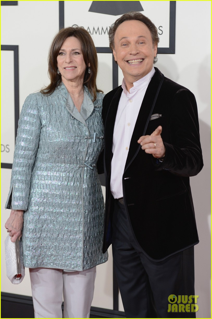 billy crystal grammys 2014 red carpet 083040873