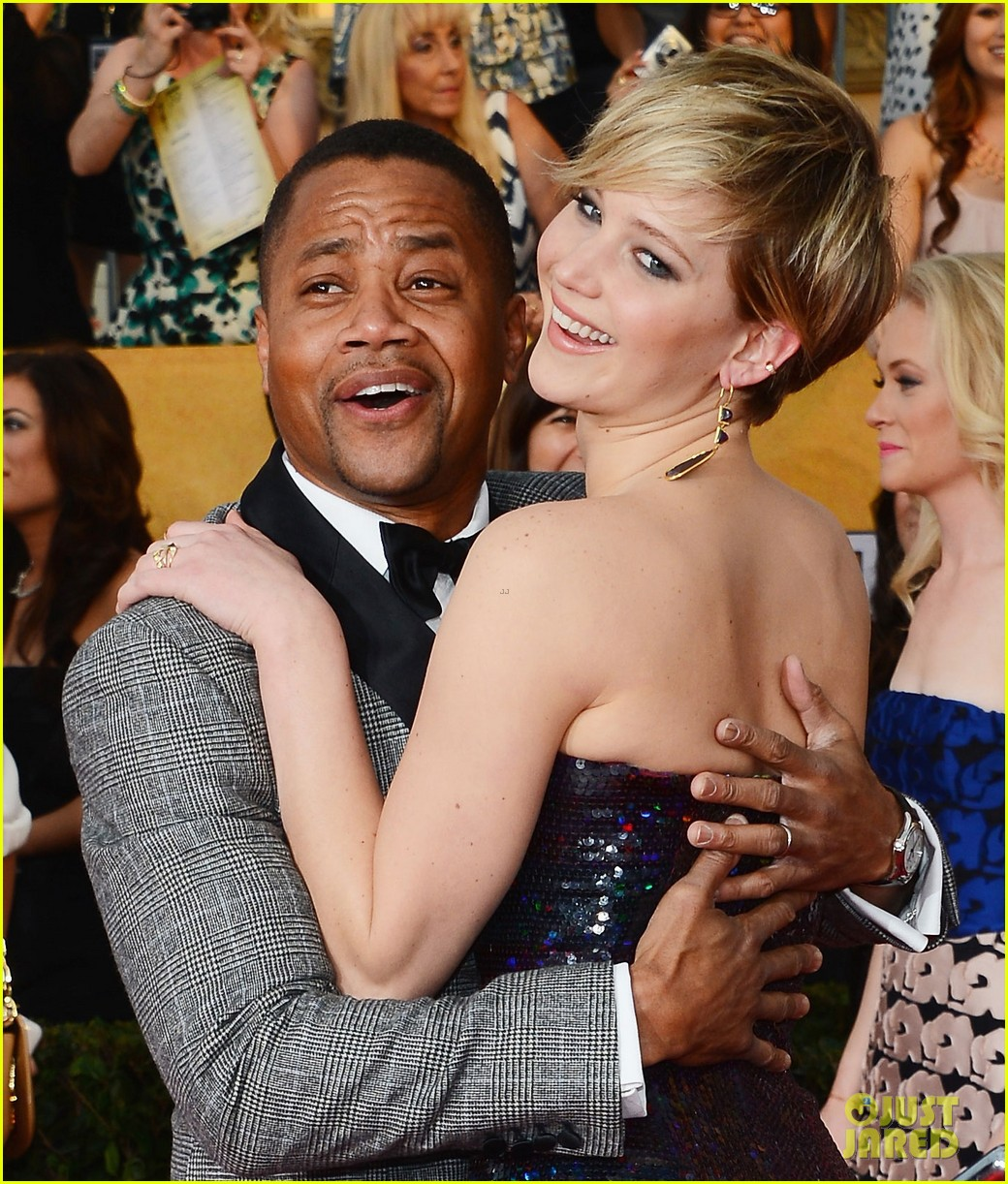 cuba gooding jr rushes the stage at sag awards 2014 04