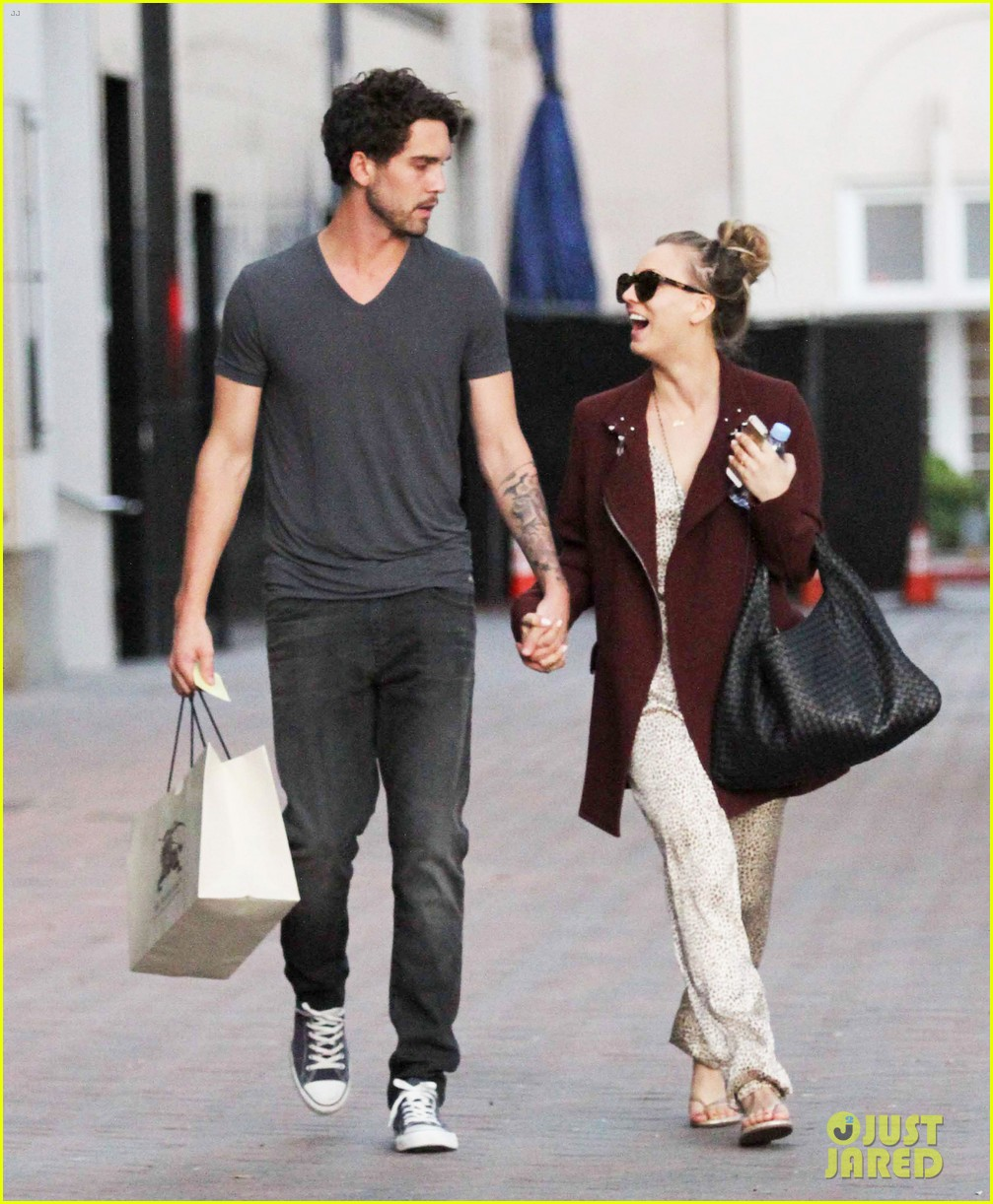 kaley cuoco steps out with ryan sweeting after the pcas 053026993