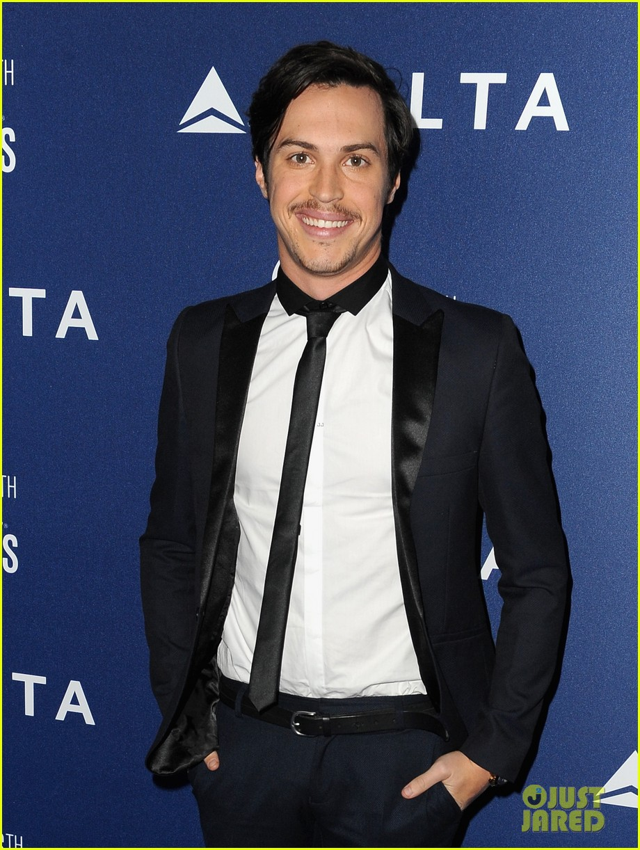 kaley cuoco ryan sweeting delta airlines pre grammy party 093039157
