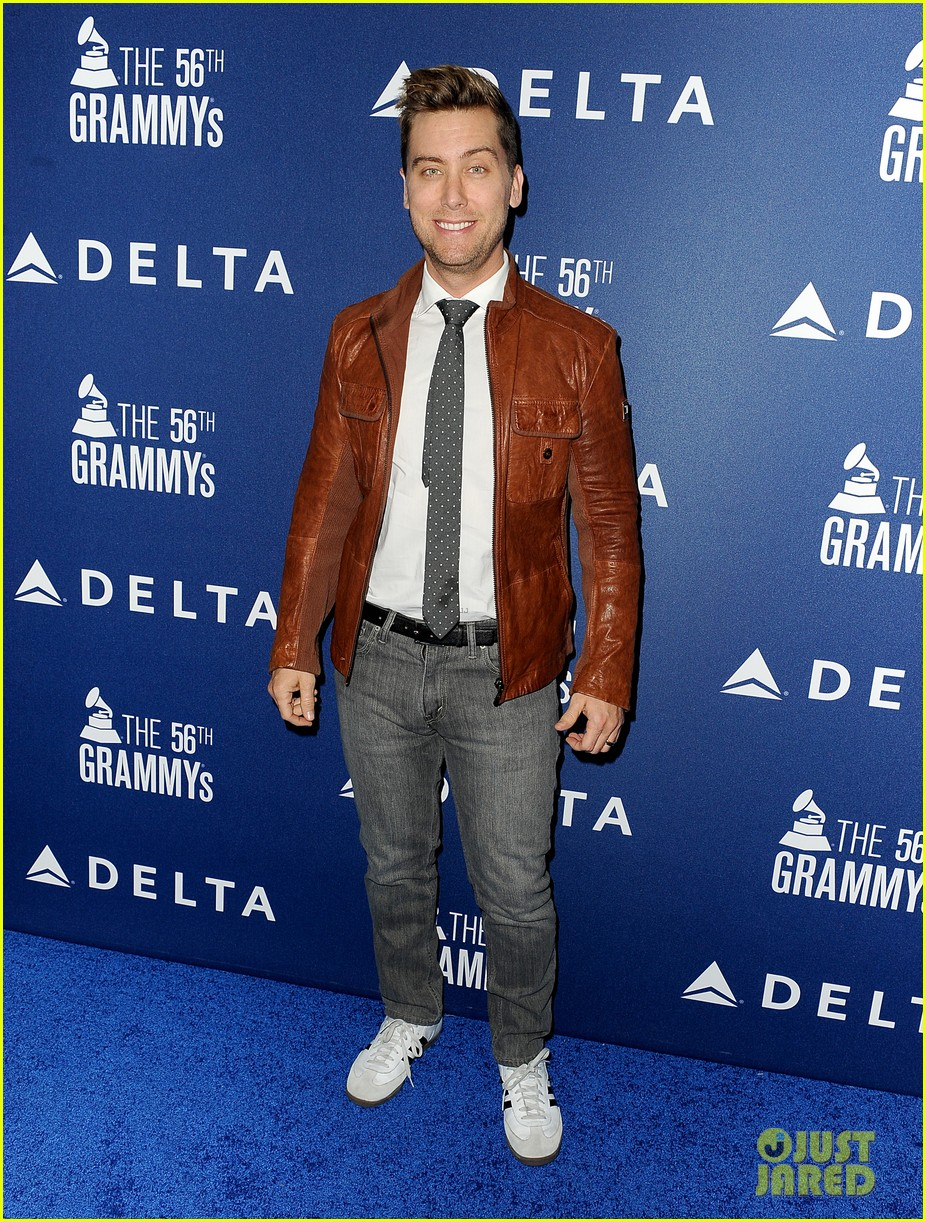 kaley cuoco ryan sweeting delta airlines pre grammy party 223039170
