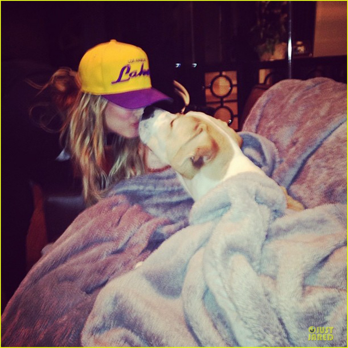kaley cuoco shows off wedding ring at lakers game 053022463