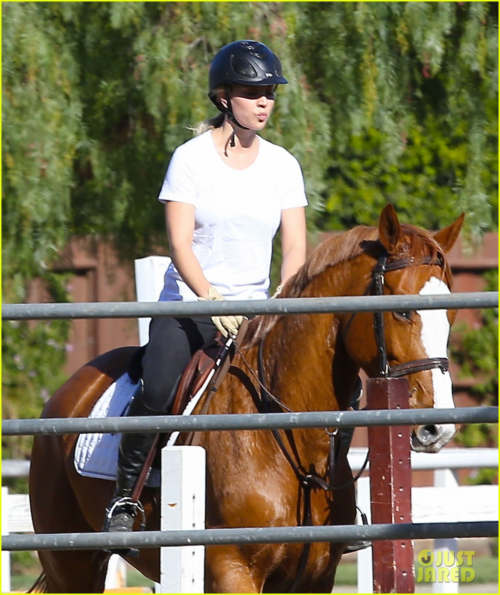 kaley cuoco goes horseback riding after her wedding 023021745