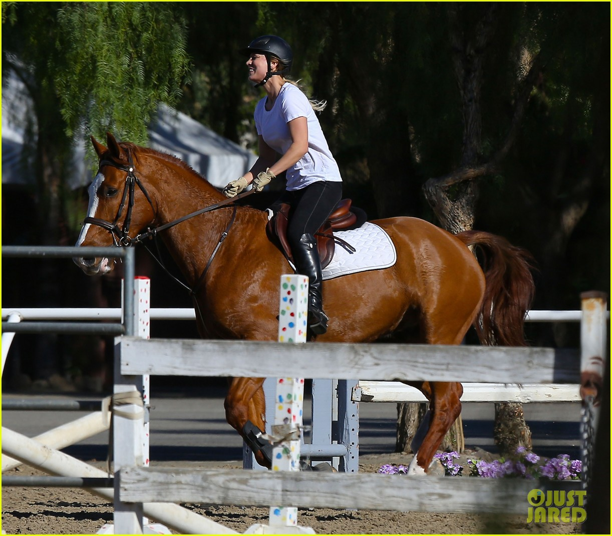 kaley cuoco goes horseback riding after her wedding 163021759