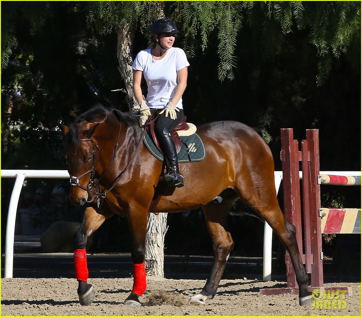 kaley cuoco goes horseback riding after her wedding 18