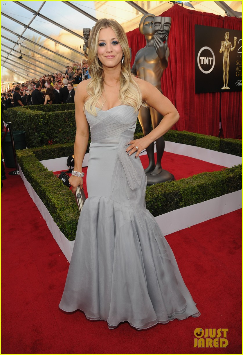 kaley cuoco ryan sweeting sag awards 2014 red carpet 07