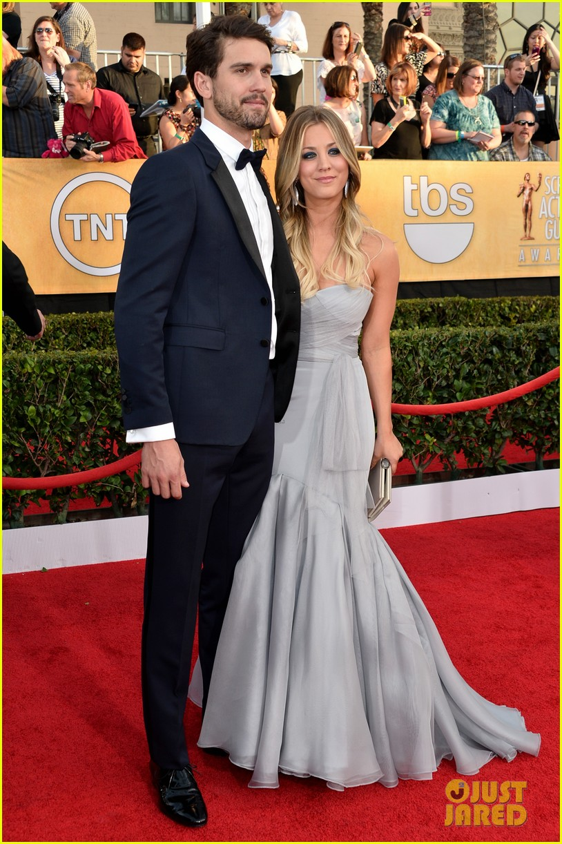 kaley cuoco ryan sweeting sag awards 2014 red carpet 093034947