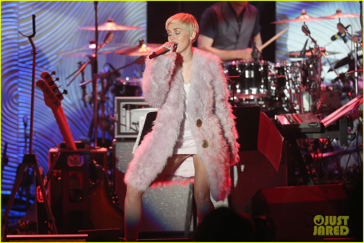 miley cyrus performs at clive davis grammys gala video 083040544