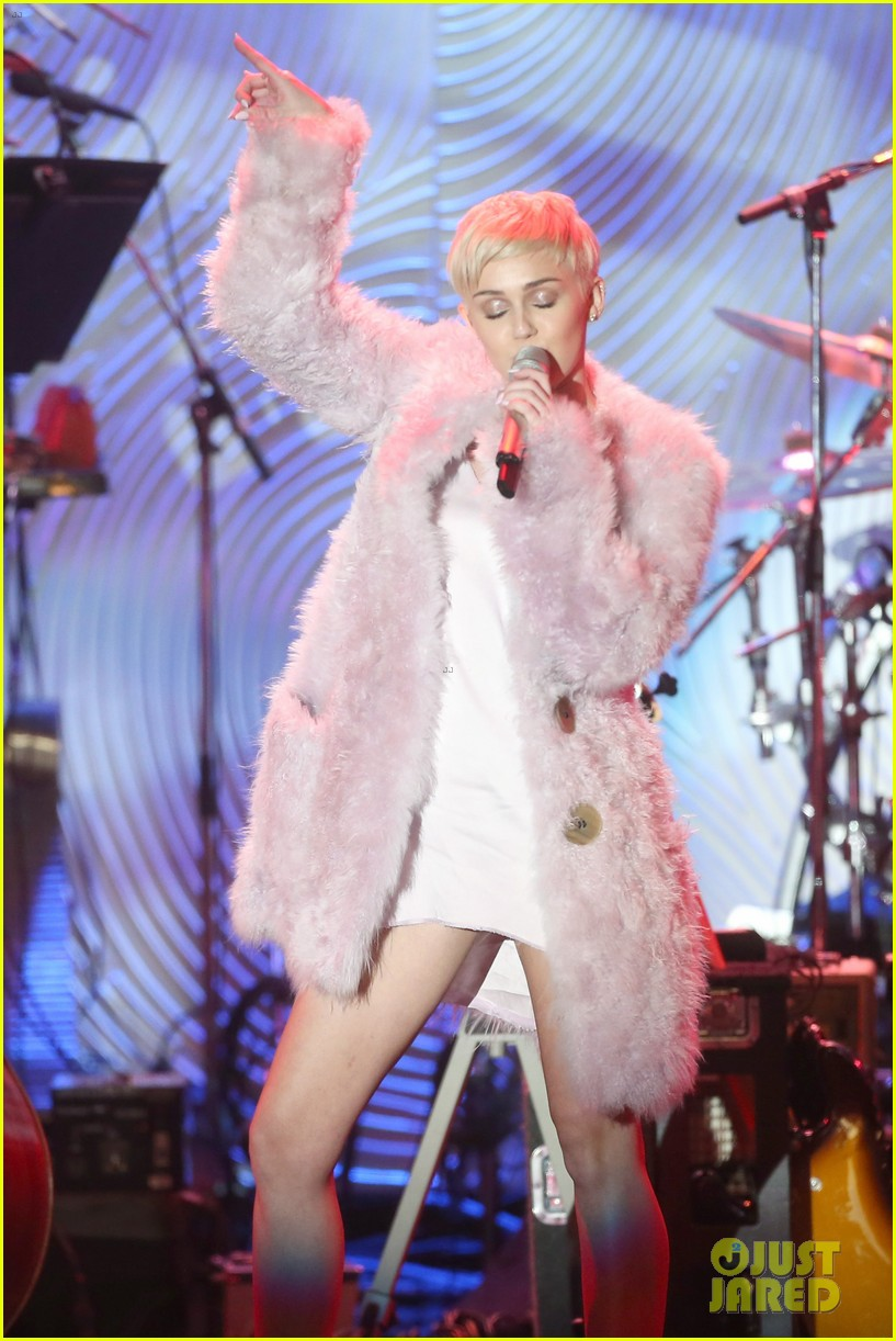 miley cyrus performs at clive davis grammys gala video 153040551