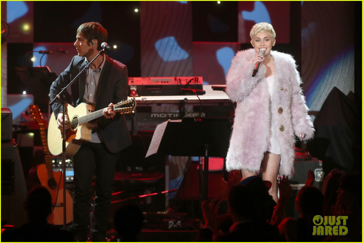 miley cyrus performs at clive davis grammys gala video 16