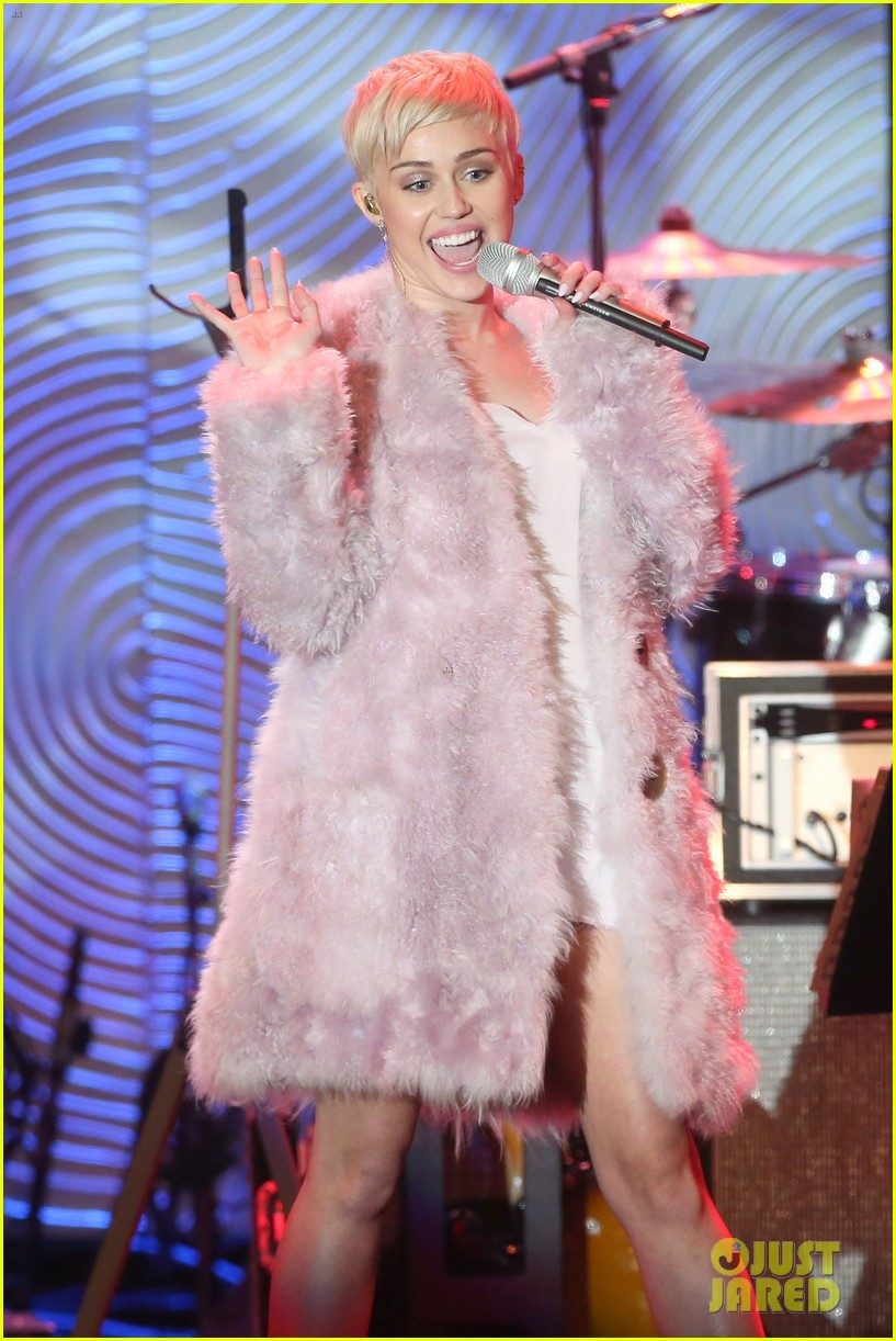 miley cyrus performs at clive davis grammys gala video 19