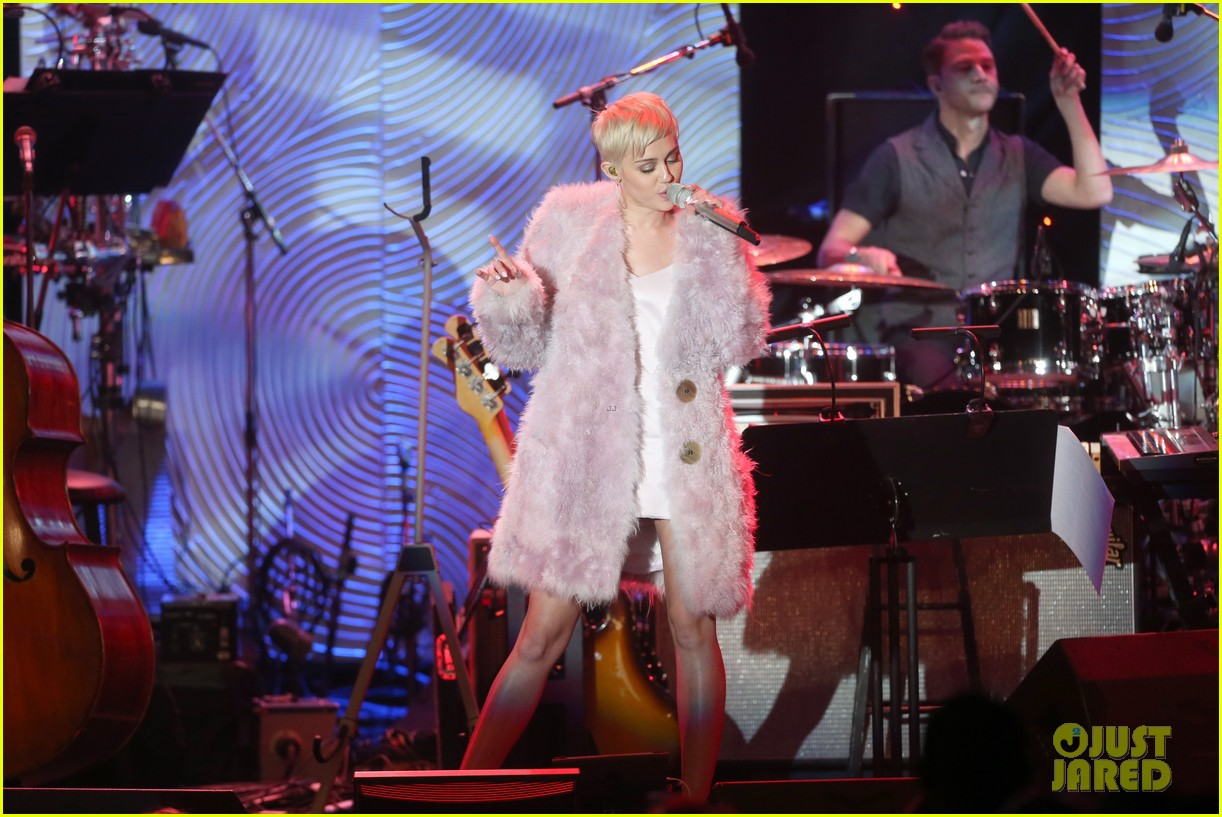 miley cyrus performs at clive davis grammys gala video 243040560