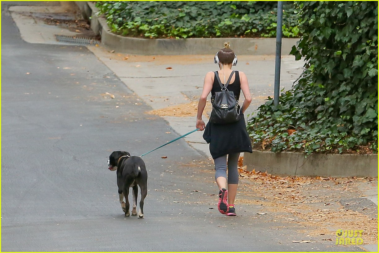 miley cyrus bares midriff for mary jane 103024613