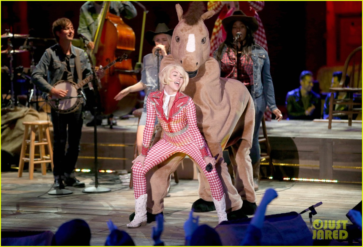 watch every miley cyrus mtv unplugged performance here 053043827