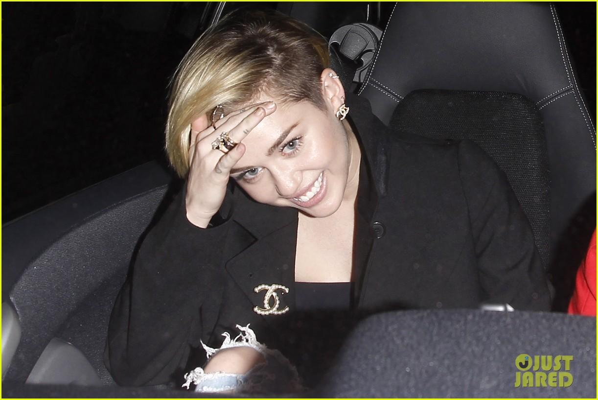 miley cyrus warwick night out after new years 033021953