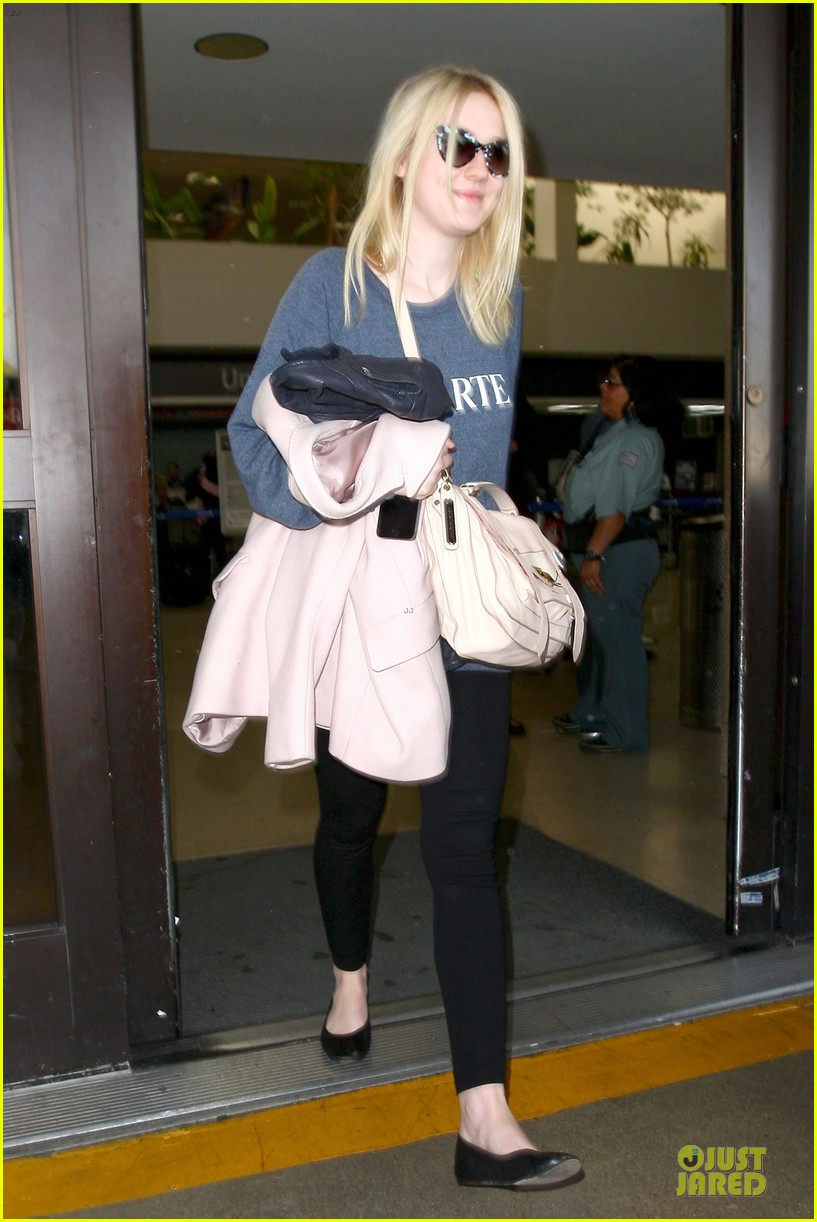 dakota fanning ends january with casual lax airport landing 053043013