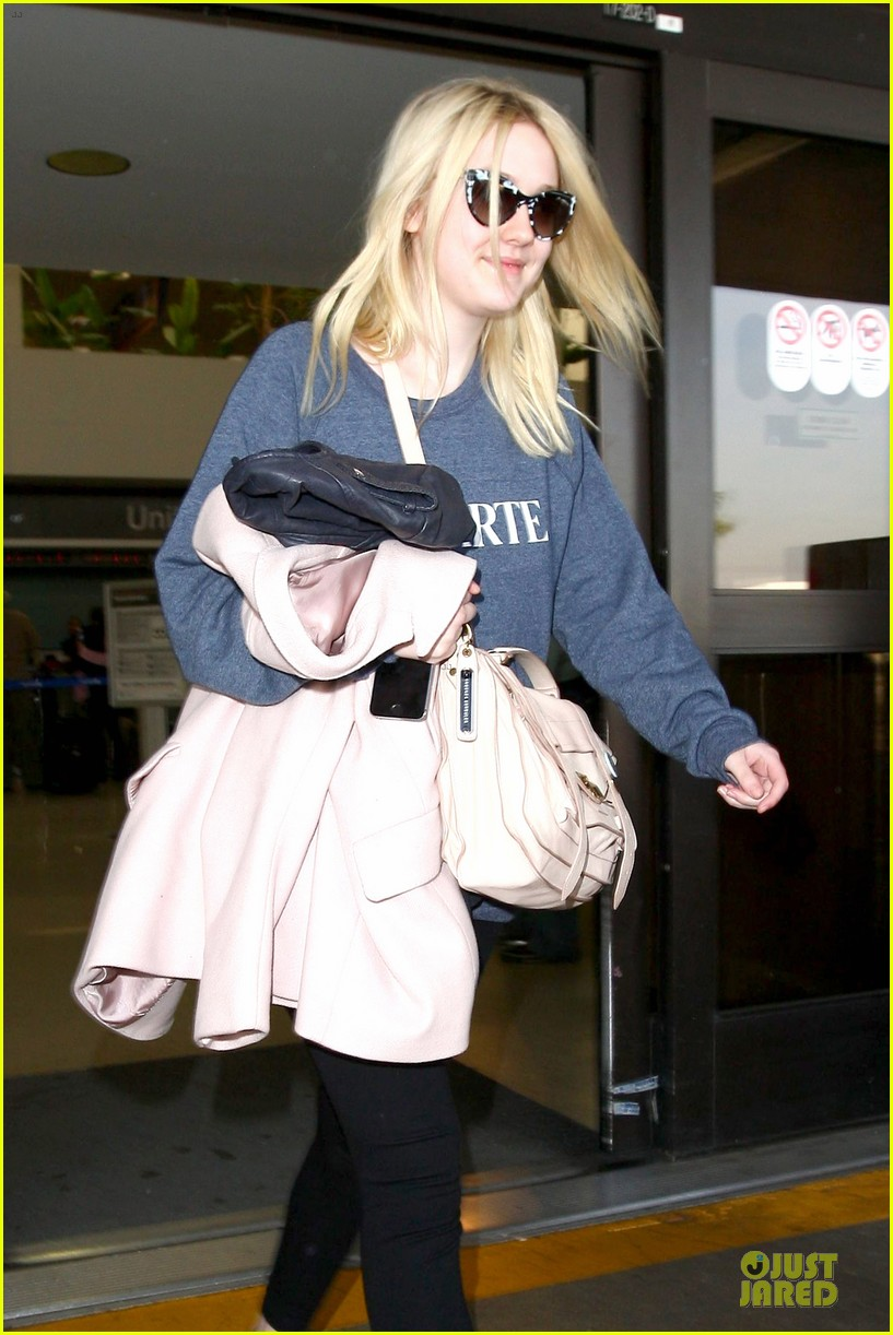dakota fanning ends january with casual lax airport landing 073043015