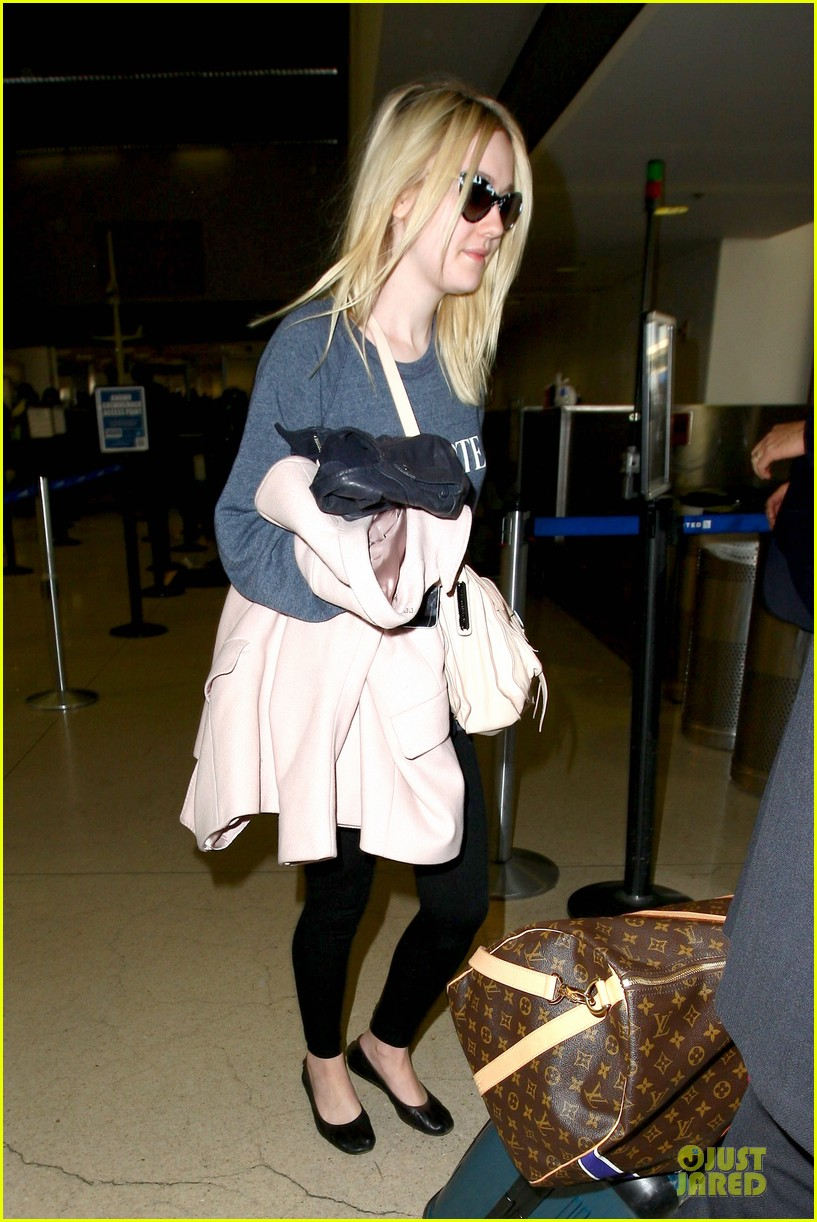 dakota fanning ends january with casual lax airport landing 083043016
