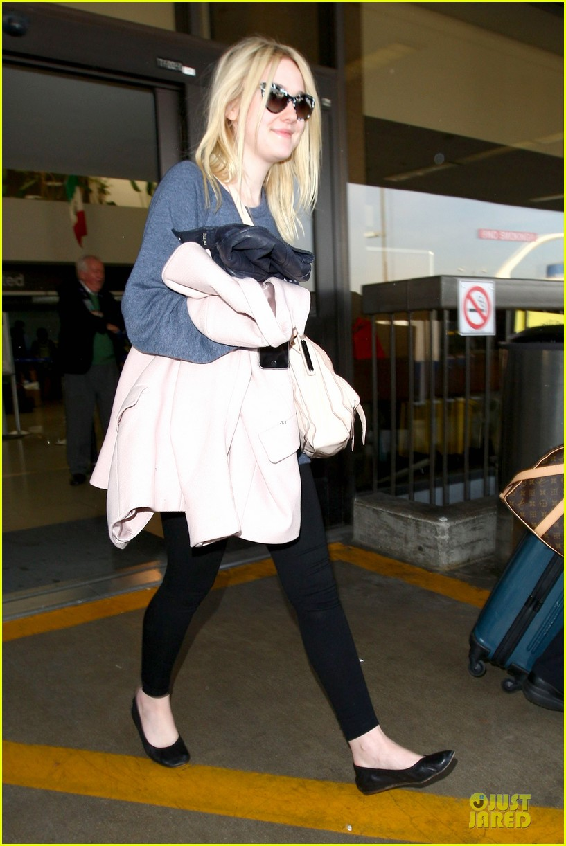 dakota fanning ends january with casual lax airport landing 113043019
