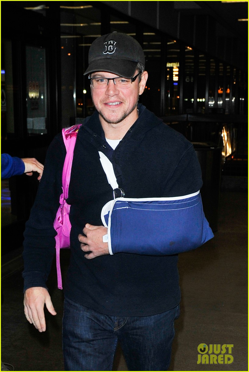 matt damon arrives at lax airport with injured arm 023022946