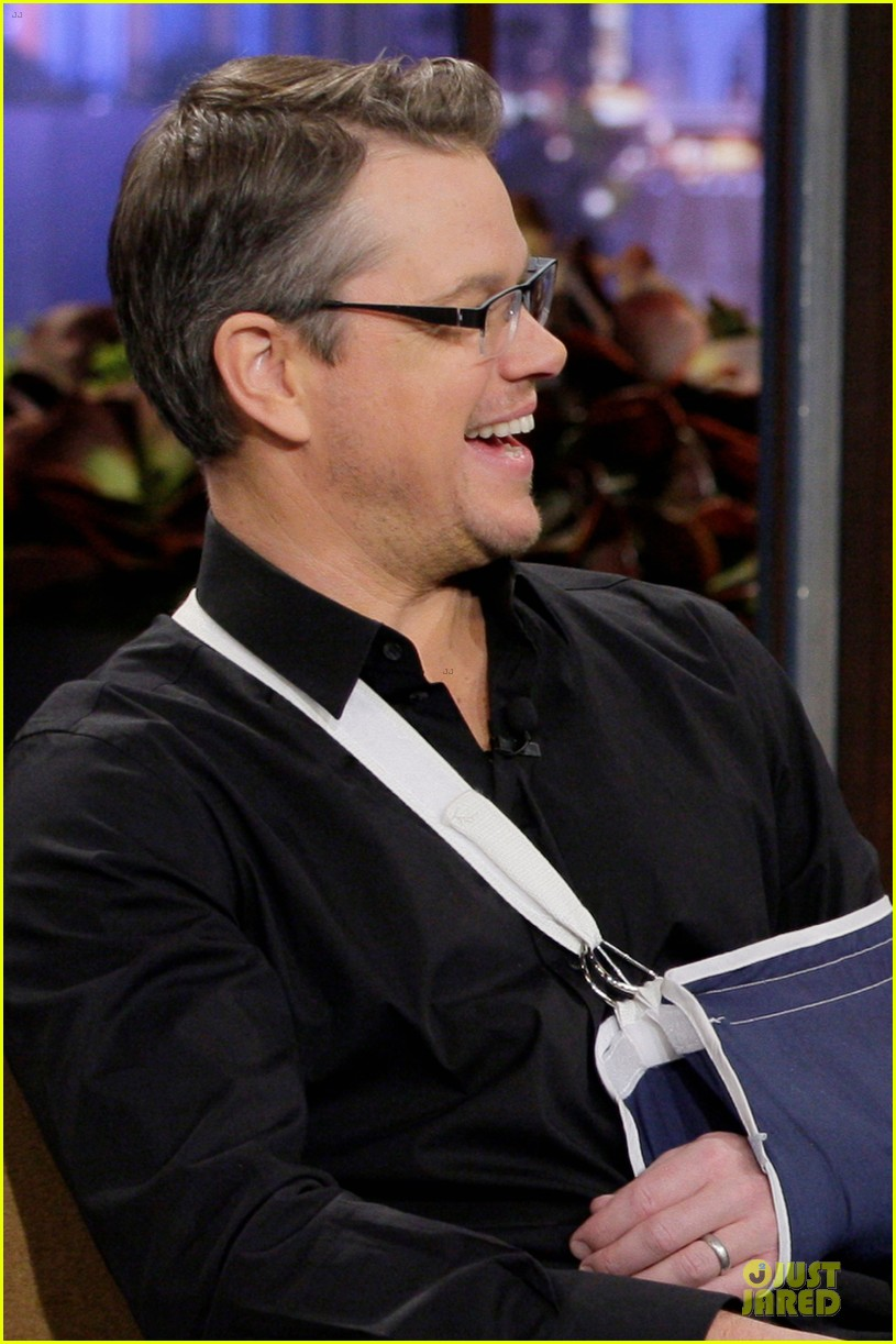 matt damon wears arm sling on tonight show with jay leno 023031533
