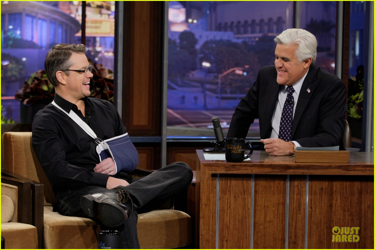 matt damon wears arm sling on tonight show with jay leno 03