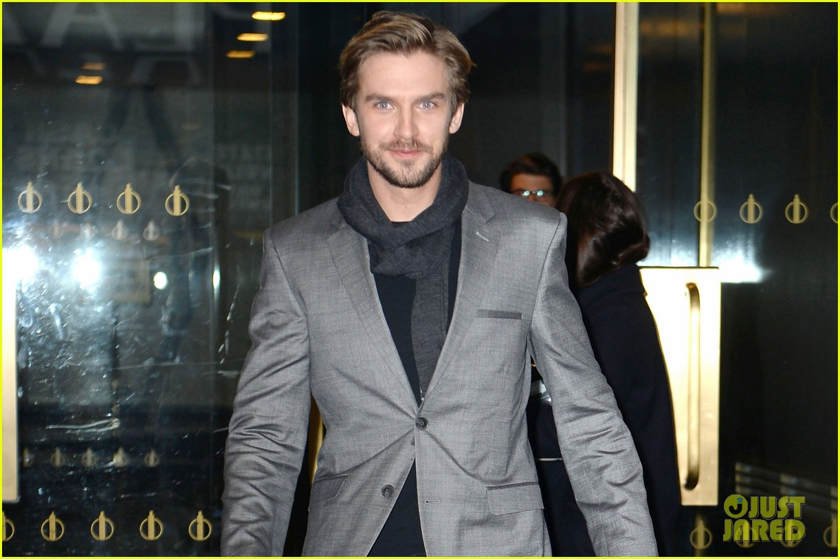 dan stevens apologizes for leaving downton abbey 023027159