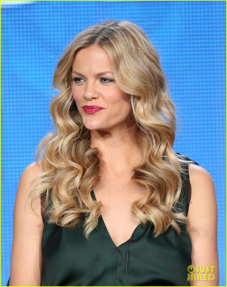brooklyn decker james van der beek cbs tca panel 2014 203032179