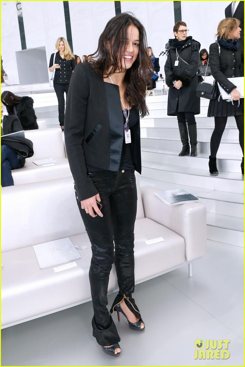 cara delevingne tilda swinton chanel paris fashion show 033036953