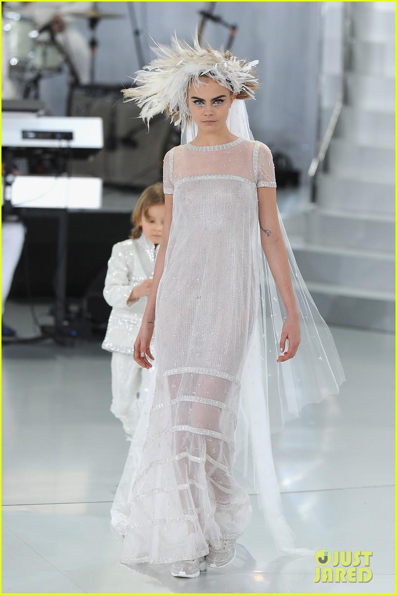 cara delevingne tilda swinton chanel paris fashion show 133036963