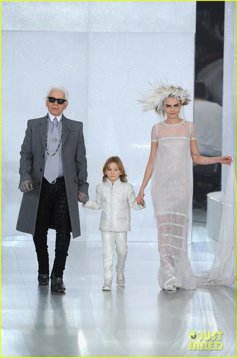 cara delevingne tilda swinton chanel paris fashion show 143036964